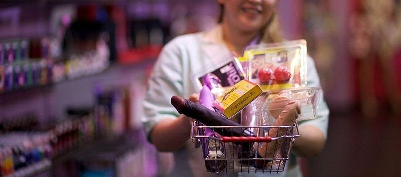 Распродажа секс-игрушек в интим-магазине