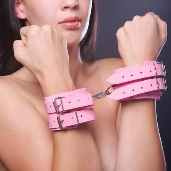 Розовые бдсм наручники в секс шопе